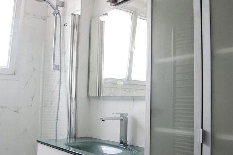 Paris 17ème. Avant/Après rénovations salle des bains, toilettes